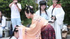 宁德市举办传统汉服成人礼 少女身着'襦裙'行笄礼