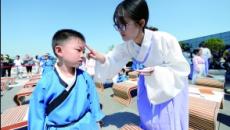 大报恩寺举行开笔礼 学童穿汉服拜孔子