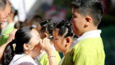 洛阳一幼儿园开学典礼 孩子们穿汉服点朱砂