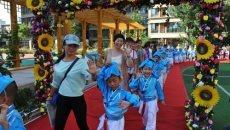 郑州一年级新生身着汉服 迎来人生第一课