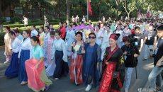 西安千名汉服爱好者集体巡游引市民围观