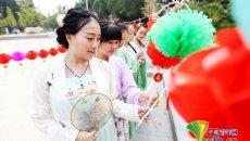 江西高校学子着汉服迎中秋 展现传统文化魅力