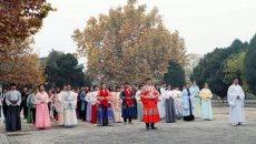 商丘高校百余人穿汉服在商丘古城宣传汉文化