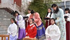 商丘高校上百名大学生身着汉服 举行成人礼