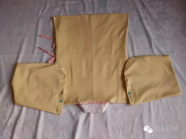 第四步:叠袖子