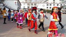 """济南明湖小学民俗节:美食、汉服齐亮相,""""民俗""""的味道尝出来"""