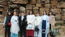 重拾传统节日 兰州大学生着汉服赴花朝节活动