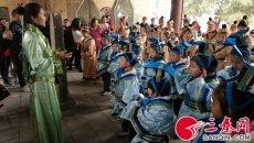 百余名小学生穿汉服学礼仪感受汉字魅力