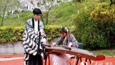 武汉一高校举办'汉风雅韵'赏樱节 展示中华汉服之美