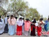 兰州清明祭祀仪式:着汉服 倡环保 扬传统