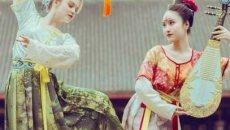 俄罗斯姑娘身着汉服,尽显异域风情