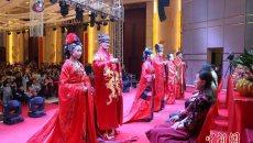 穿汉服行周礼 大冶三对新人举办传统集体婚礼