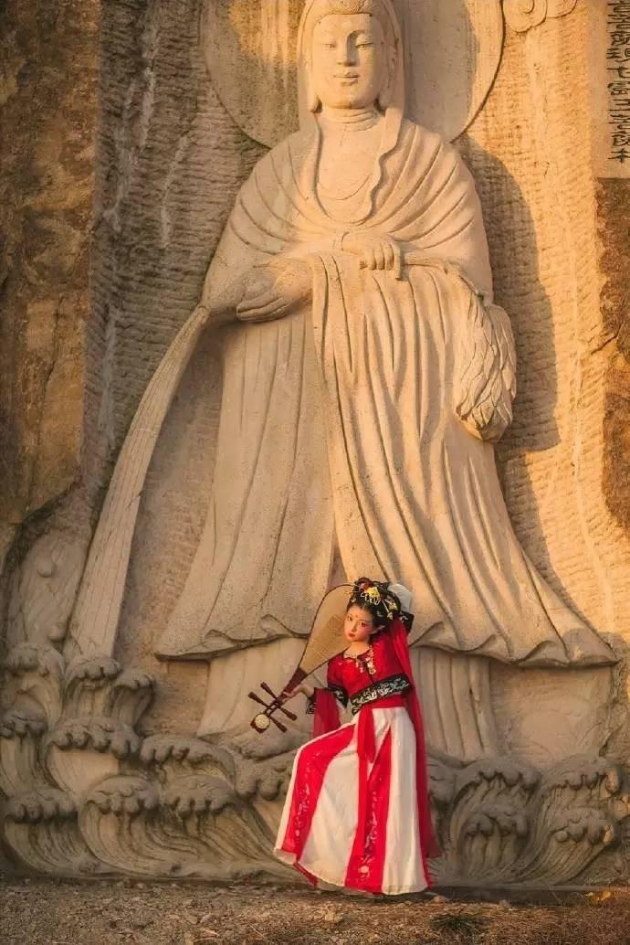中国佛教中,飞天作为一种护法的形象出现,是天龙八部之一。