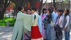 北京为啥这么多人穿汉服?一篇好文告诉你!