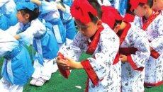 """大南社区辖区六一幼儿园萌娃着汉服行""""入学礼"""""""