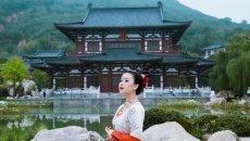 美女穿汉服走遍西安各大旅游景区 创意十足
