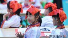 莞城一幼儿园举行开笔典礼 着汉服点朱砂学礼仪