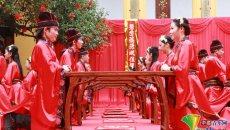 桂林一高校举行汉服集体婚礼 还原千年前的汉式礼仪