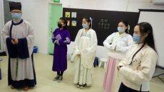 西安汉服社的同袍到西安市新阳光病房学校把传统文化带到患儿身边