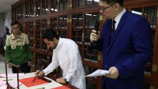 中外学生齐齐为佛山市民展示汉服汉文化