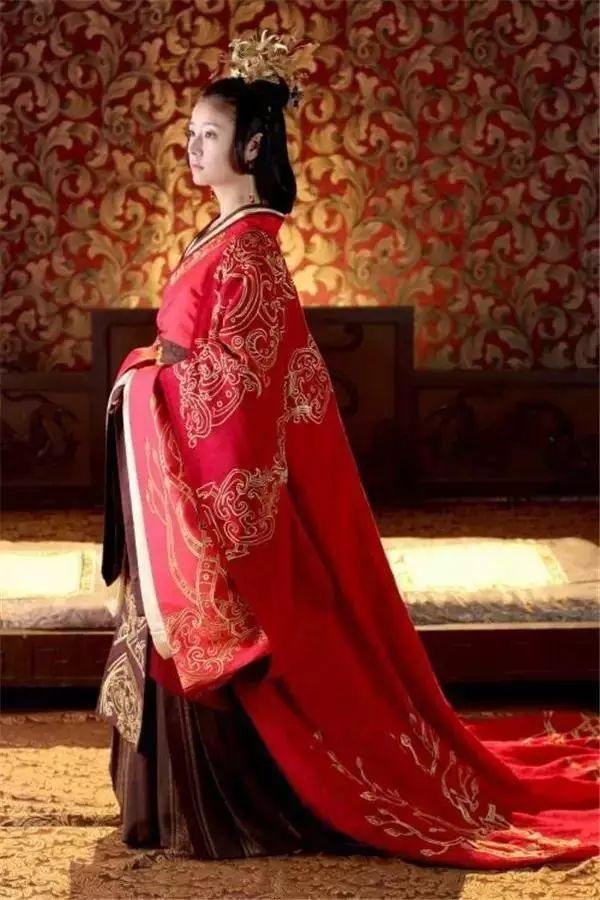 中国有礼仪之大,故称夏, 有服章之美,谓之华。 着我汉家衣裳,兴我礼仪之邦。