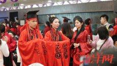 广州首届社工集体婚礼举行:穿汉服、行结发礼