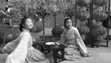 南京姑娘穿汉服 都美美的! 凤凰广场汉俗文化集市欢乐开场
