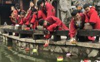 穿汉服放河灯 蜀山区居民重温元宵传统民俗
