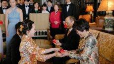 汉服飘飘 美国华裔夫妻将中国元素融入婚礼