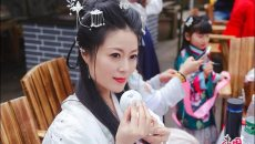 雅安蒙顶山:汉服出游踏青 花朝节里忆传统