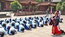 德阳市一小学生身着汉服祭祀孔子 ——祭祀先师孔子,弘扬传统文化
