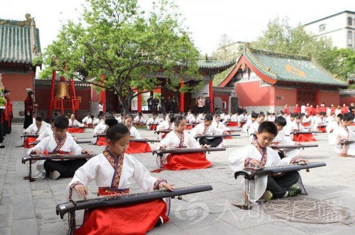 礼乐兴千载!郑州120名少年穿汉服奏古琴-图片1