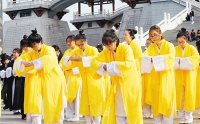 外国留学生着汉服 西安体验传统成人礼