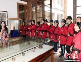 福州中学生暑期穿汉服学书画 体验中华文化
