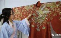 """""""裁缝夫妇""""返乡创业做汉服 让年轻人爱上传统文化"""
