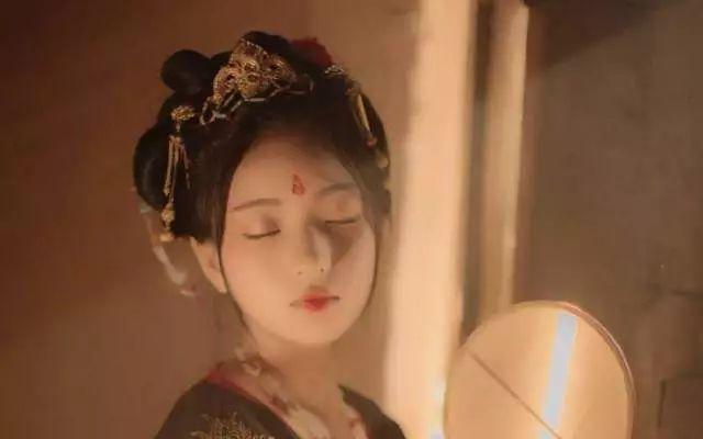 """唐朝女人也背""""LV""""?!""""潮了几千年""""的唐代时尚单品了解一下"""