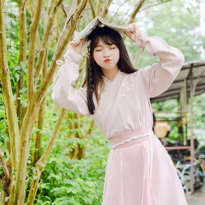 鹿韵记原创汉元素改良套装交领襦裙少女系粉色裙子长款秋冬装新品