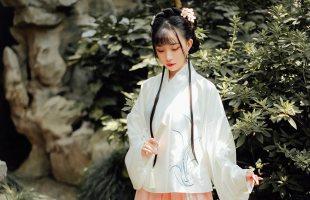【十三余 小豆蔻儿】[醉花间]绣花交领短袄一片式褶裙汉服