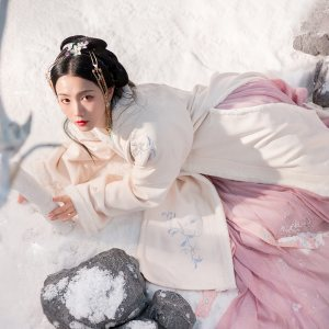 重回汉唐汉服冬装女霁雪中国风加绒加厚保暖长褙子日常外套非古装