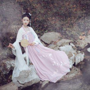 池夏仑灵:双儿 原创改良汉服唐制齐胸襦裙春季女套装 兔子桃刺绣