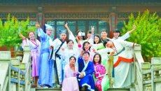 湖南商学院部分毕业生穿汉服拍毕业照