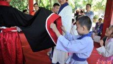 昆明市民着汉服过传统端午节